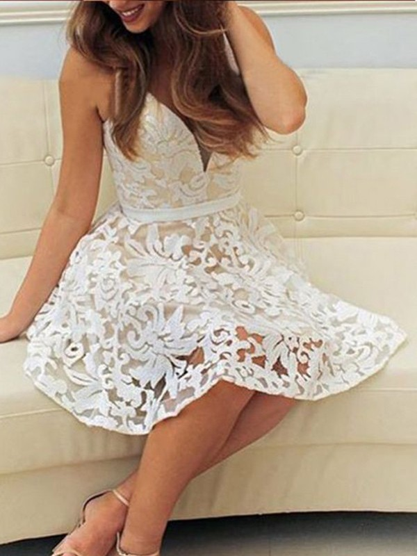 A-Line/Princess V-neck Short Lace Dress