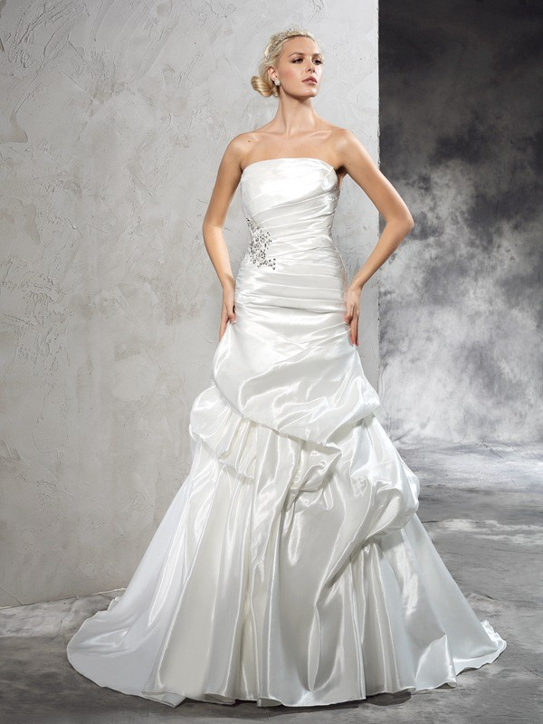 Sheath/Column Strapless Long Satin Wedding Dress