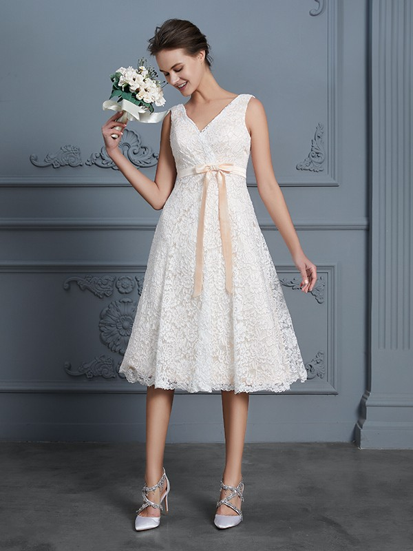 A-Line/Princess V-neck Short Lace Wedding Dress