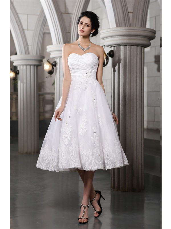 A-Line/Princess Sweetheart Short Taffeta Wedding Dress