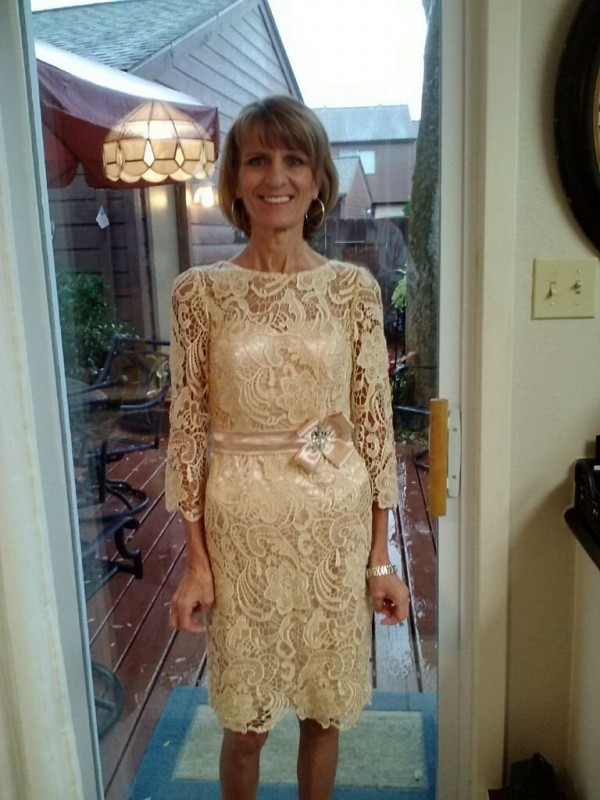 Sheath/Column Sheer Neck 3/4 Sleeves Lace Short Lace Mother Of The Bride Dress