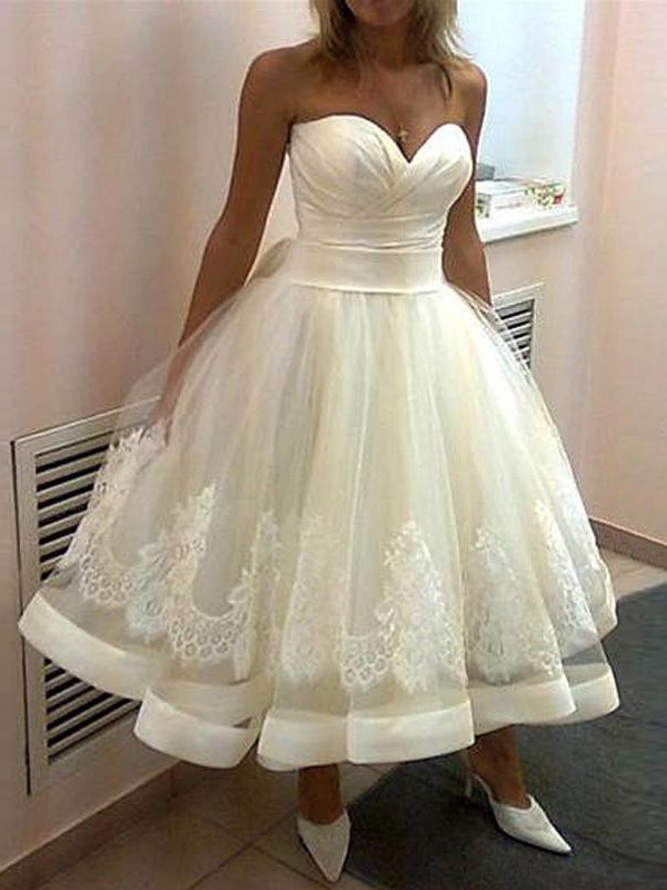 Ball Gown Sweetheart Tulle Tea-Length Wedding Dress