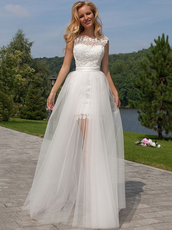 Sheath/Column Lace Scoop Long Tulle Wedding Dress