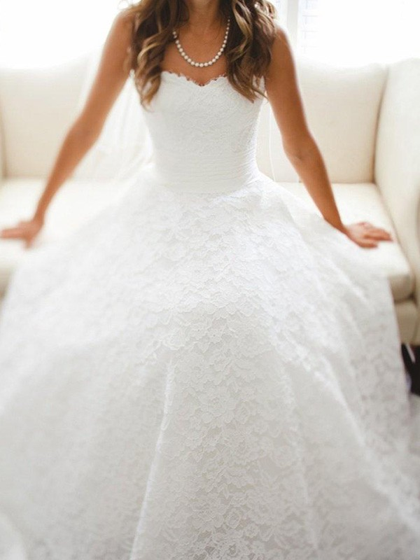 A-Line/Princess Sweetheart Long Lace Wedding Dress