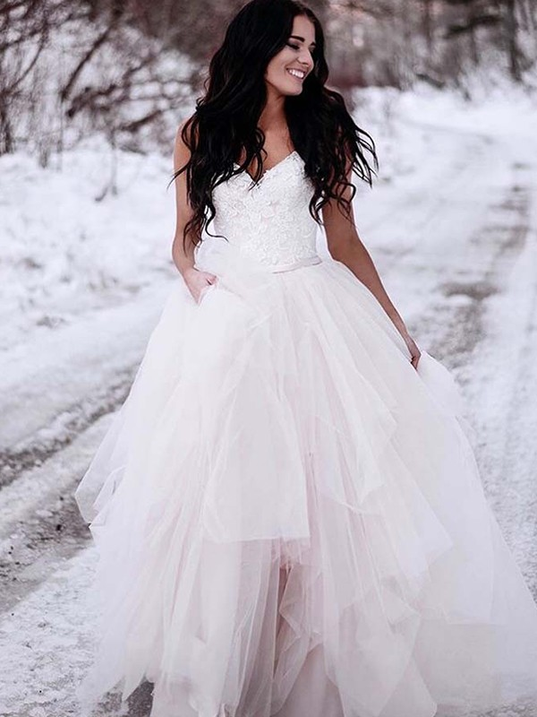 A-Line/Princess Tulle V-neck Long Wedding Dress