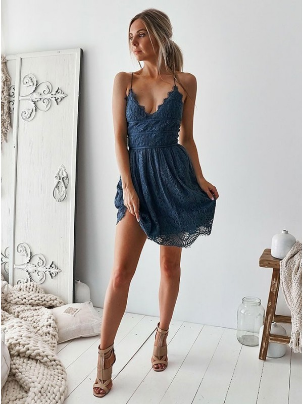A-Line/Princess Lace Ruffles V-neck Short/Mini Dresses