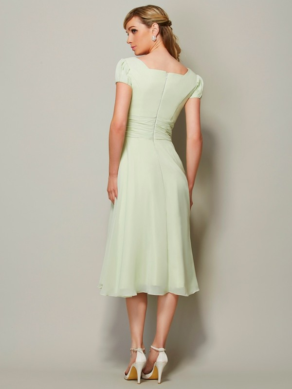 Sheath/Column Bateau Short Sleeves Short Chiffon Bridesmaid Dress