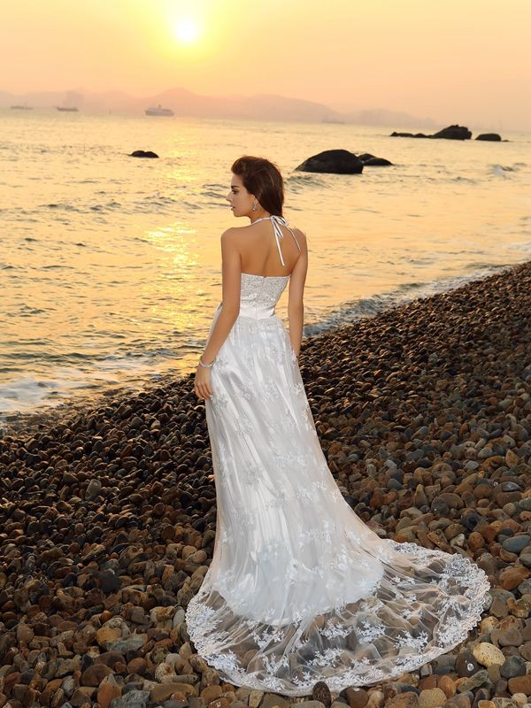 A-Line/Princess Halter Long Lace Beach Wedding Dress