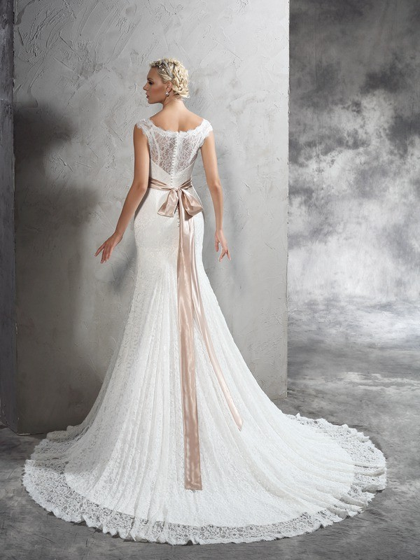 Sheath/Column Sheer Neck Long Lace Wedding Dress