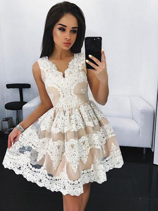 A-Line/Princess V-neck Lace Short Tulle Dress